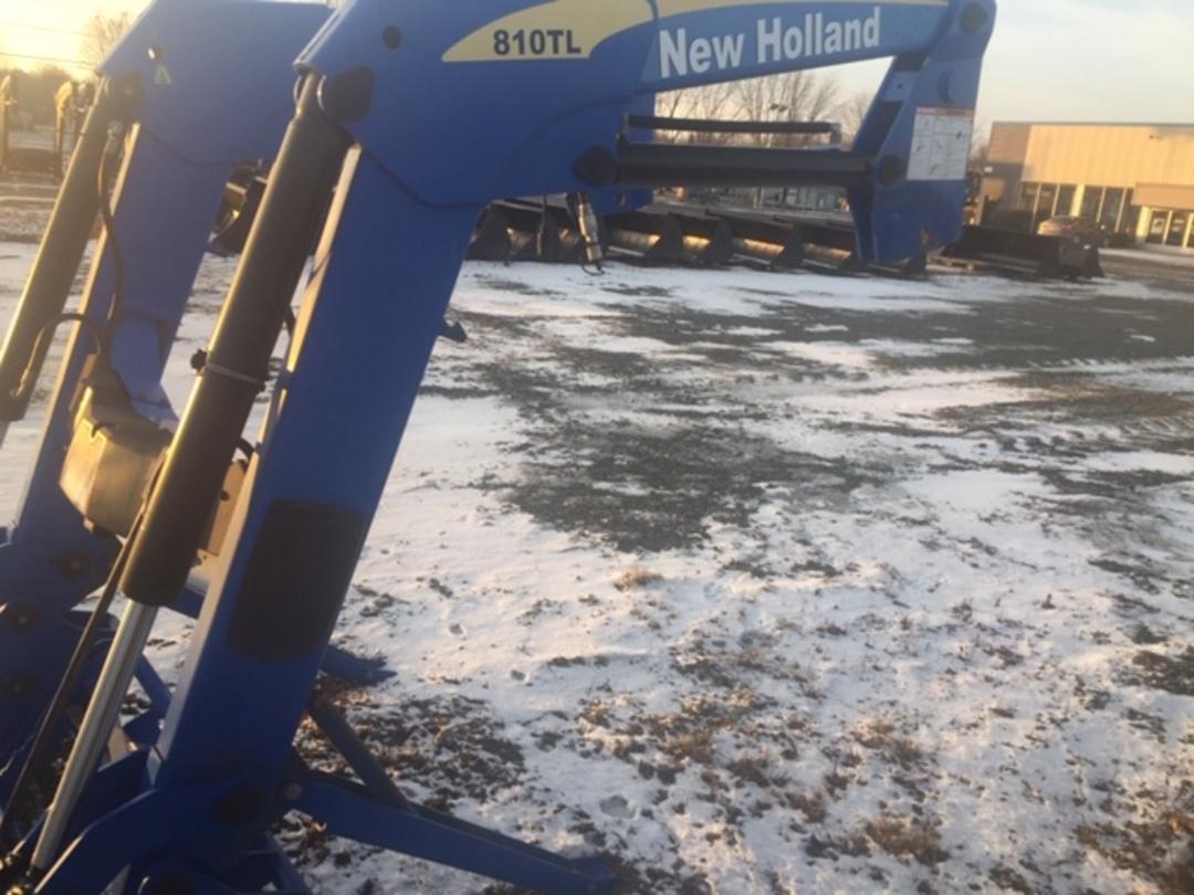 NEW HOLLAND 810TL